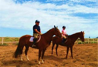 Padre e hija a caballo